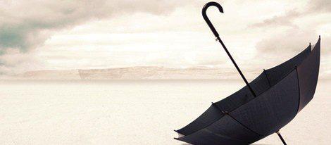 Dejar un paraguas sobre una mesa da mala suerte