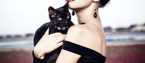 Según los celtas, los gatos negros eran los mejores amigos de las brujas y se les atribuyó su mala fama