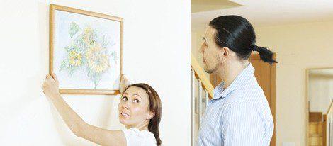 Se dice que si en una casa se tuerce un cuadro anuncia que alguien se va a casar