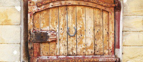 La leyenda cuenta que el diablo juró no entrar en una casa donde hubiera una herradura en la puerta