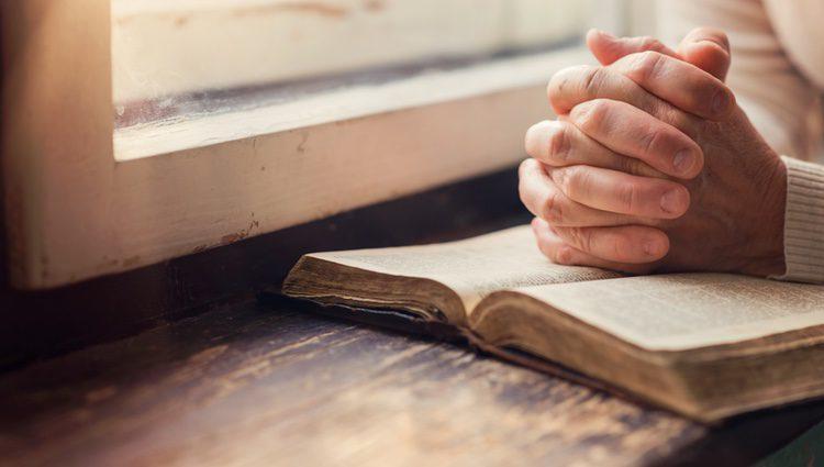 Busca la superstición a través de la oración
