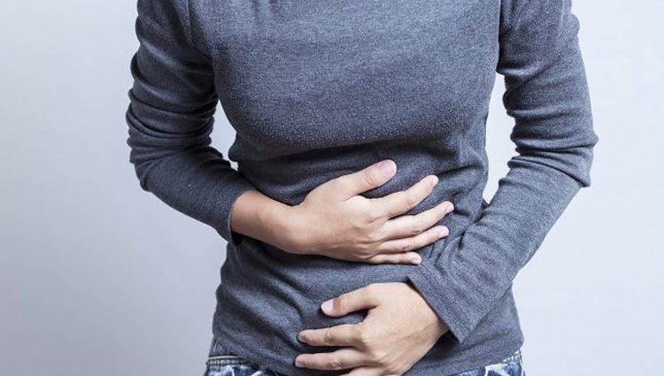 Sufrirás problemas estomacales debido a que comes mal y rápido