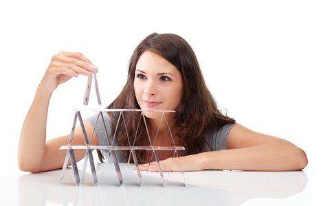 Se puede tirar con la baraja española y crear una pirámide de seis cartas