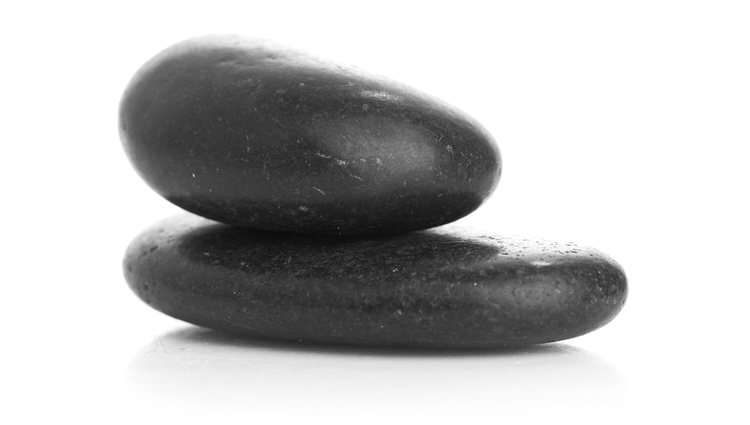 Con dos piedras negras podemos protegernos