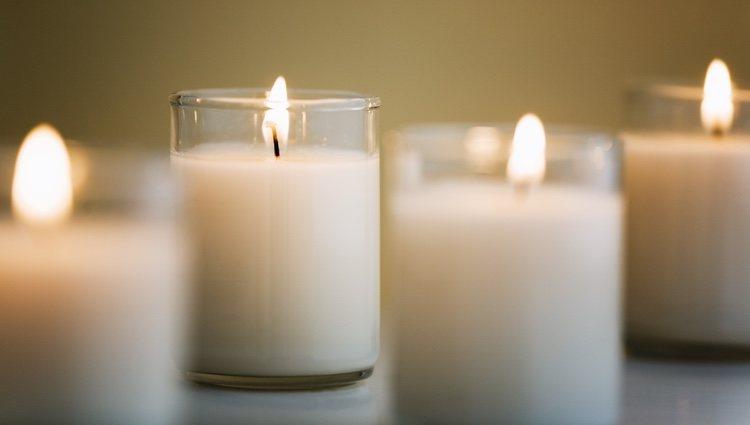 Las velas blancas representan la pureza