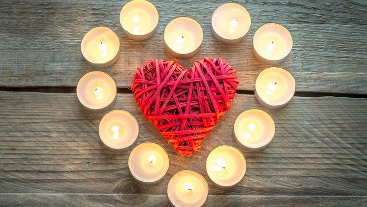 Con velas blancas se pueden hacer rituales de amor
