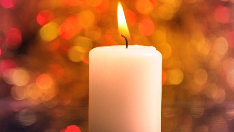 Las velas blancas son símbolo de pureza