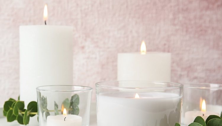 Las velas son ornamentales y sirven para rituales