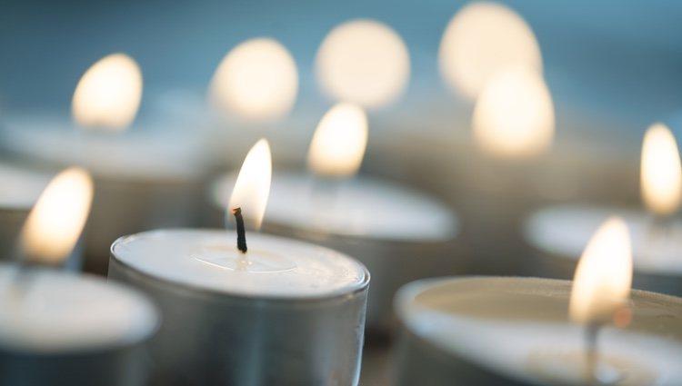 Las velas blancas tienen poder y misticismo