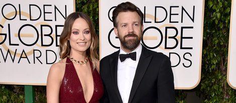Olivia Wilde y Jason Sudeikis en la alfombra roja de los Globos de Oro 2016