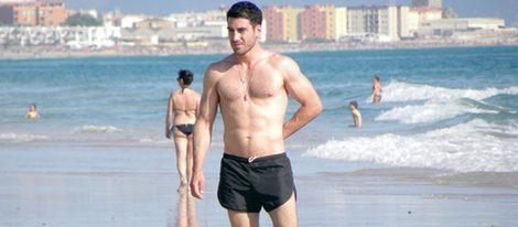 </p><p>Miguel Ángel Silvestre con el torso desnudo