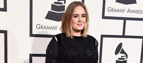Adele en la alfombra roja de los Premios Grammy 2016