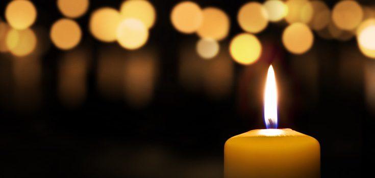Las velas amarillas son las naturales pero también se relacionan con el sol, el oro, la fe religiosa y el dinero.