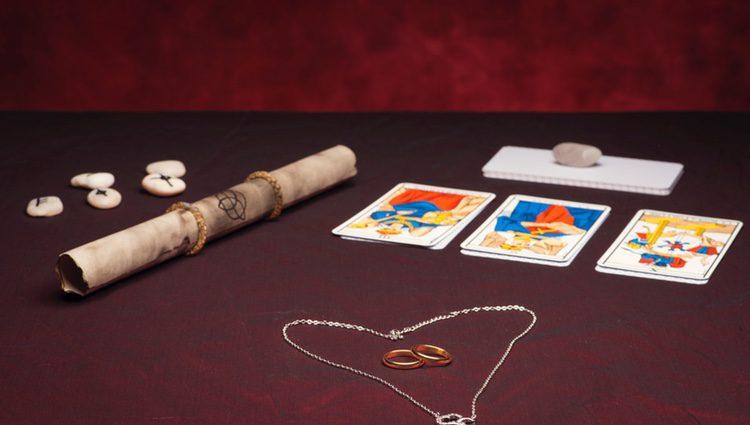 Muchas personas que no han tenido suerte en el amor han generado una creencia de refugiarse tras las cartas