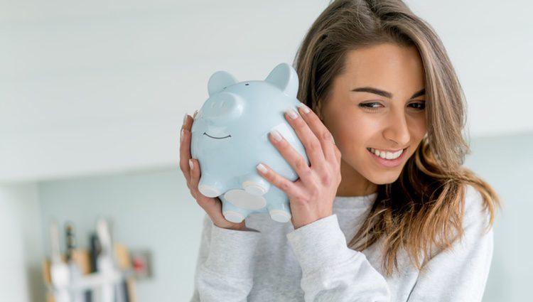 No realices gastos innecesarios, intenta ahorrar un poco