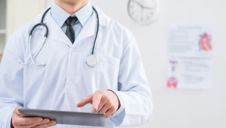 Acude a un médico o especialista si tu salud comienza a decaer