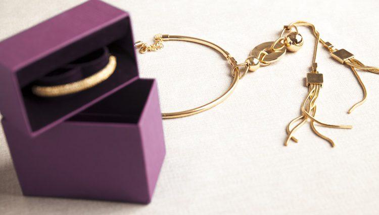 Los materiales dorados como joyería suelen dar muy buen resultado