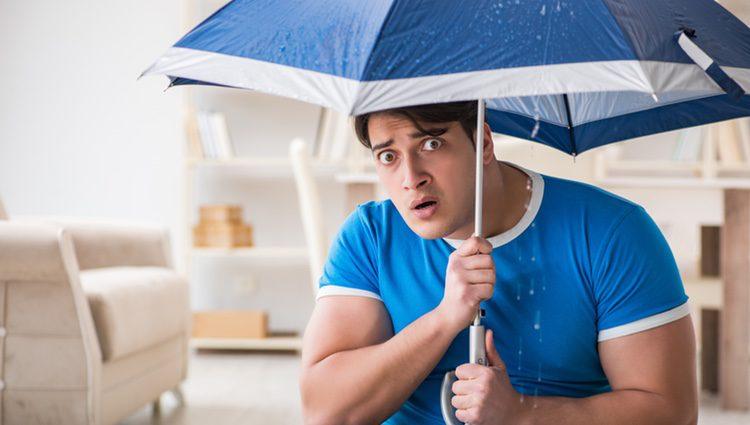 Se dice que abrir un paraguas en un espacio cerrado trae mala suerte