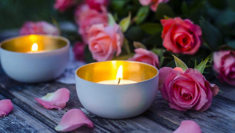 Es aconsejable encender las velas al aire libre