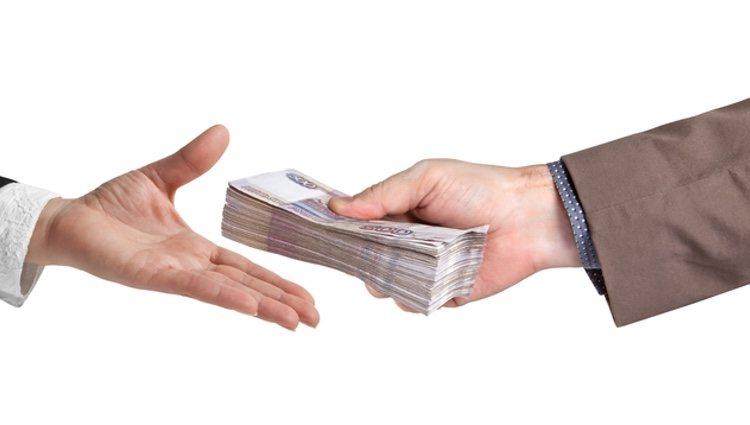 Antes de prestar dinero, piensa en las repercusiones que puede tener en tu vida