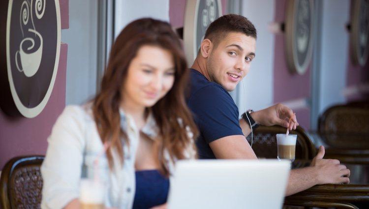 Empieza a quererte a ti mismo para llamar la atención de otros e iniciar una posible relación sentimental