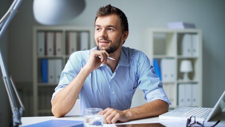 Debes pensarlo bien antes de tomar una decisión precipitada en tu trabajo